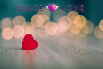 corazones-madera-roja-fondo-desenfocado_154993-19